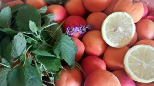 Aprikosenkonfitüre-Mischung vor dem Kochen