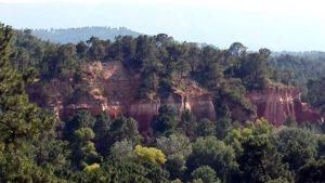 """Blick von der Terrasse des Restaurants """"Chez Nino"""" in Roussillon"""